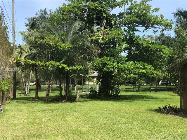 5900 SW 172 Avenue, Southwest Ranches, FL 33331 (MLS #A10539328) :: Stanley Rosen Group