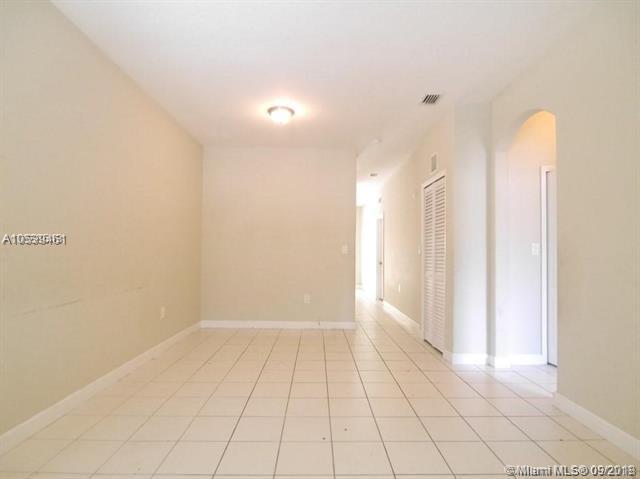 1663 SE 29th St #105, Homestead, FL 33035 (MLS #A10539461) :: Stanley Rosen Group