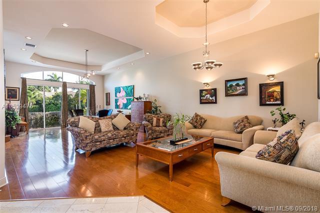 1161 Waterside Ln, Hollywood, FL 33019 (MLS #A10539476) :: Green Realty Properties