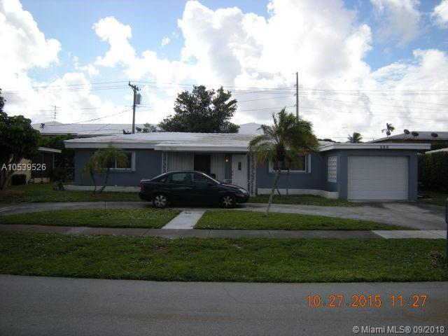280 SW 14th Ct, Pompano Beach, FL 33060 (MLS #A10539526) :: Stanley Rosen Group