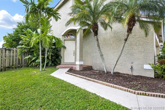 6800 Torch Key St, Lake Worth, FL 33467 (MLS #A10539661) :: Green Realty Properties