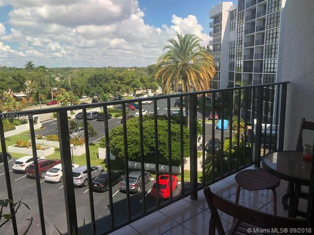 800 Parkview Dr #529, Hallandale, FL 33009 (MLS #A10539685) :: The Chenore Real Estate Group