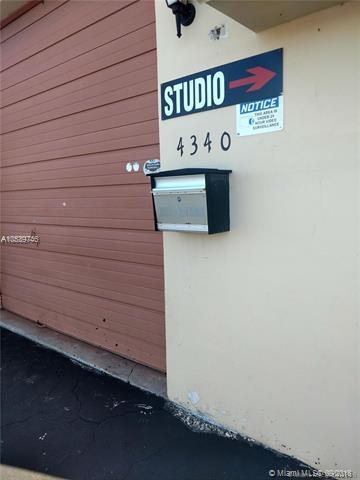 4340 NE 5th Ter, Oakland Park, FL 33334 (MLS #A10539746) :: Stanley Rosen Group