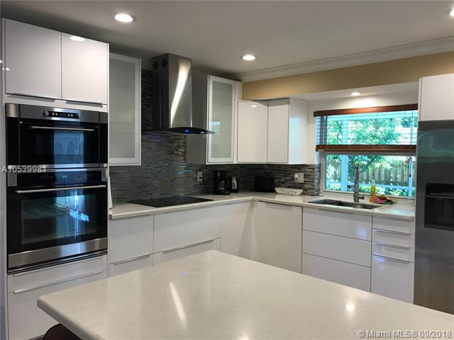 740 Ridgewood Ln #740, Plantation, FL 33317 (MLS #A10539981) :: The Chenore Real Estate Group