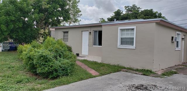 2633 NE 15th Ave, Pompano Beach, FL 33064 (MLS #A10540208) :: Stanley Rosen Group