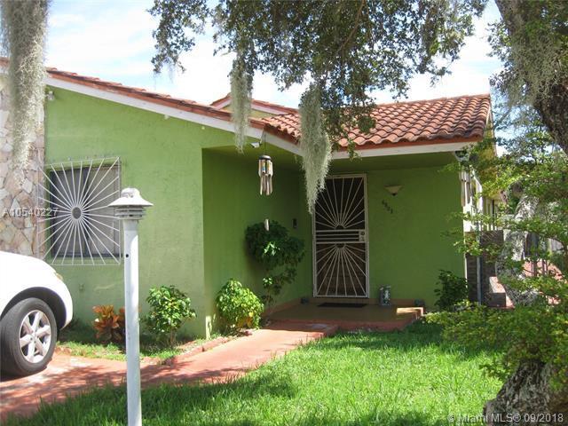 6803 SW 105th Ct, Miami, FL 33173 (MLS #A10540227) :: Stanley Rosen Group