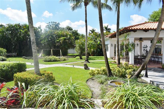 15901 Aberdeen Way, Miami Lakes, FL 33014 (MLS #A10540262) :: Albert Garcia Team
