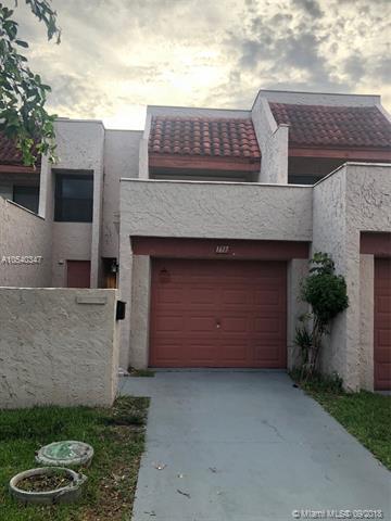 1617 NW 58th Ave #5, Lauderhill, FL 33313 (MLS #A10540347) :: Stanley Rosen Group