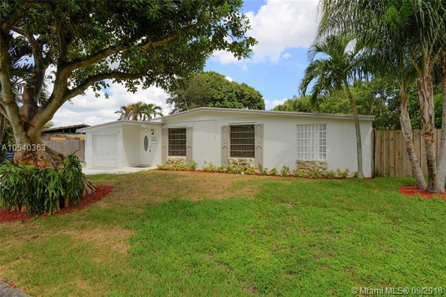 8235 NW 180th St, Hialeah, FL 33015 (MLS #A10540363) :: Stanley Rosen Group