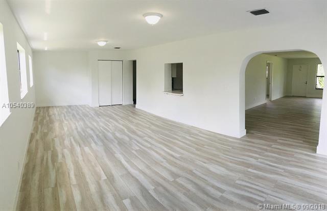 4610 SW 28th Way, Dania Beach, FL 33312 (MLS #A10540389) :: Green Realty Properties