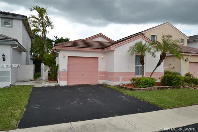 18445 NW 22nd St, Pembroke Pines, FL 33029 (MLS #A10540397) :: The Chenore Real Estate Group