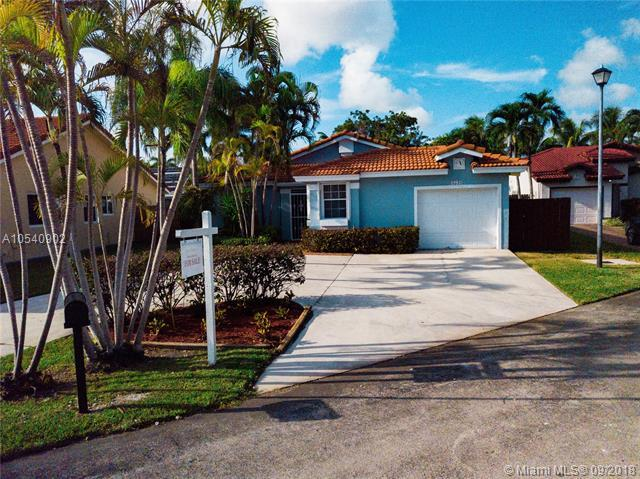 8539 SW 211th Ter, Cutler Bay, FL 33189 (MLS #A10540902) :: Hergenrother Realty Group Miami