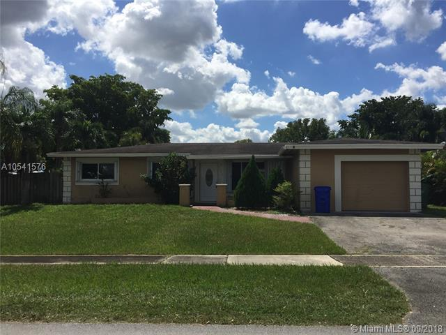 8600 NW 23rd St, Pembroke Pines, FL 33024 (MLS #A10541576) :: Hergenrother Realty Group Miami