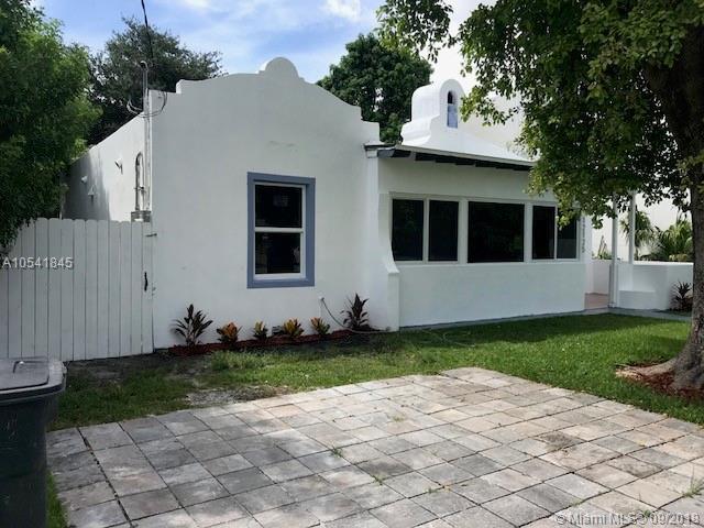 12125 NE 5th Ave, North Miami, FL 33161 (MLS #A10541845) :: Calibre International Realty