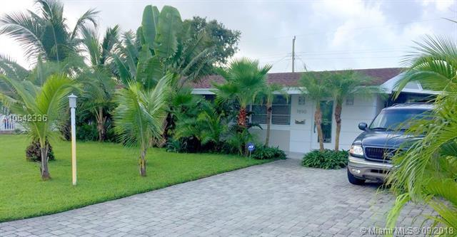 7890 NW 11 ST, Pembroke Pines, FL 33024 (MLS #A10542336) :: Green Realty Properties
