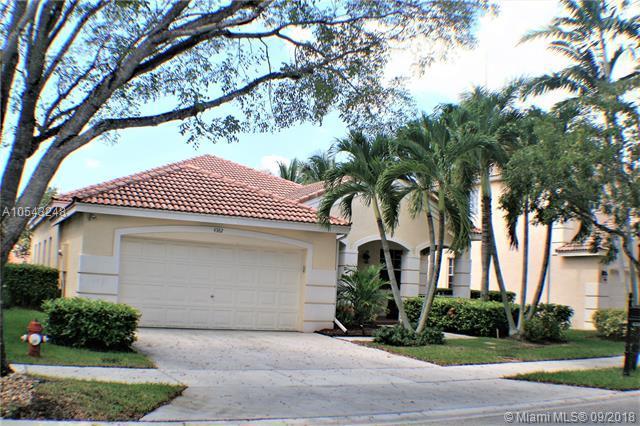 4382 Fox Ridge Dr, Weston, FL 33331 (MLS #A10543248) :: Green Realty Properties