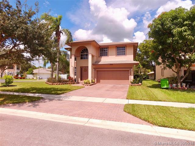 10891 NW 35th Pl, Sunrise, FL 33351 (MLS #A10544895) :: Green Realty Properties