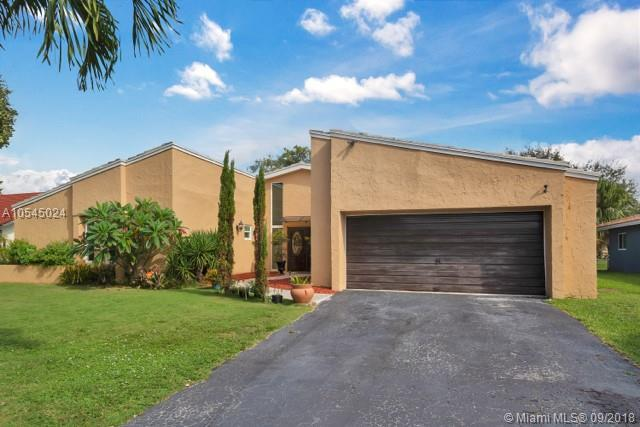 8713 NW 27th St, Coral Springs, FL 33065 (MLS #A10545024) :: Green Realty Properties