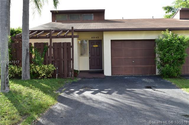 9945 SW 16th St, Pembroke Pines, FL 33025 (MLS #A10547017) :: Green Realty Properties