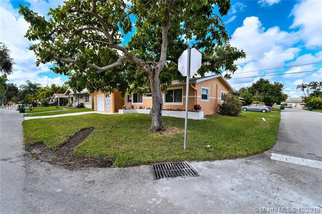 2613 NW 54th St, Fort Lauderdale, FL 33309 (MLS #A10547385) :: The Riley Smith Group