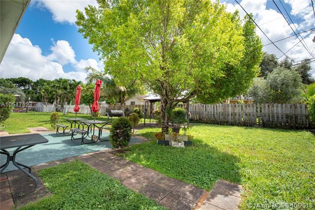 4240 SW 19th St, Fort Lauderdale, FL 33317 (MLS #A10547523) :: Miami Villa Team