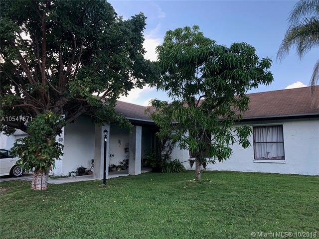 15704 SW 113th Ct, Miami, FL 33157 (MLS #A10547671) :: Green Realty Properties