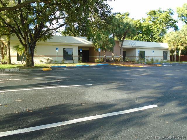 3550 Powerline Rd, Oakland Park, FL 33309 (MLS #A10549959) :: Miami Villa Team