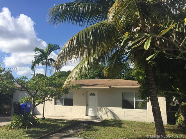 319 SW 77th Ter, North Lauderdale, FL 33068 (MLS #A10550864) :: Green Realty Properties