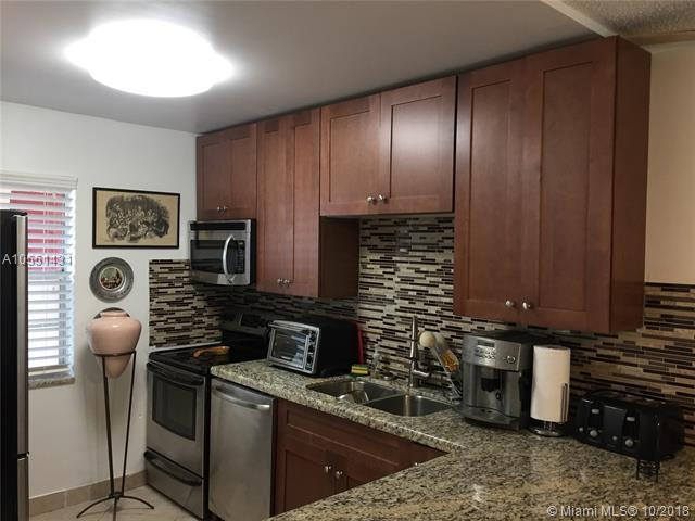 1040 Country Club Dr #109, Margate, FL 33063 (MLS #A10551431) :: Green Realty Properties