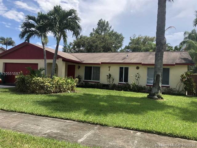 12730 SW 12th Ct, Davie, FL 33325 (MLS #A10551587) :: Green Realty Properties