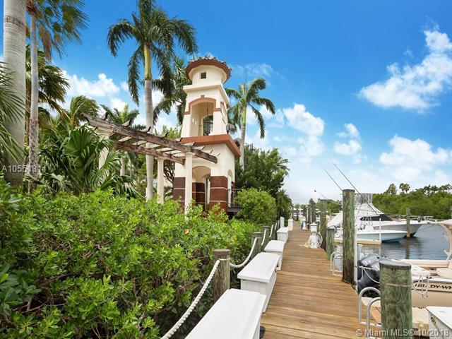 5839 Paradise Point Dr, Palmetto Bay, FL 33157 (MLS #A10551814) :: Carole Smith Real Estate Team
