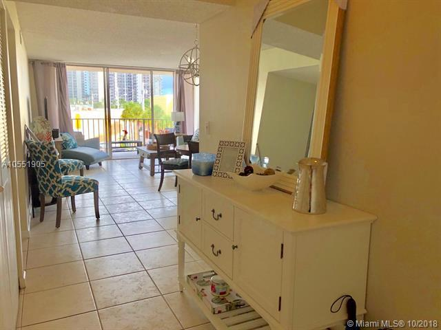 3233 NE 32nd Ave #301, Fort Lauderdale, FL 33308 (MLS #A10551905) :: Green Realty Properties