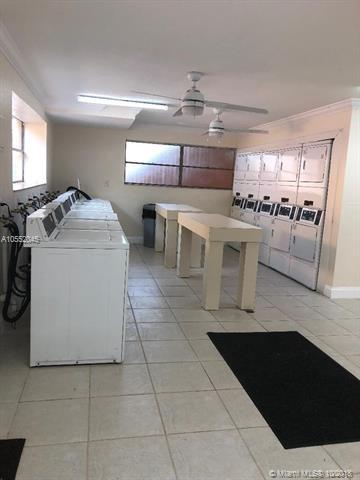 17255 SW 95th Ave #126, Palmetto Bay, FL 33157 (MLS #A10552045) :: Carole Smith Real Estate Team
