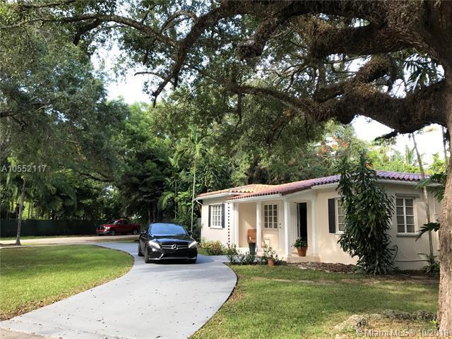 7001 SW 63rd Ct, South Miami, FL 33143 (MLS #A10552117) :: Carole Smith Real Estate Team