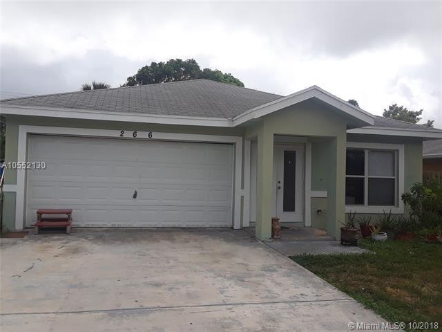 266 SW 2nd St, Deerfield Beach, FL 33441 (MLS #A10552130) :: Green Realty Properties