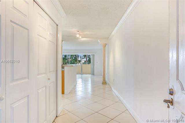 9375 Fontainebleau Blvd L306, Miami, FL 33172 (MLS #A10552210) :: Green Realty Properties