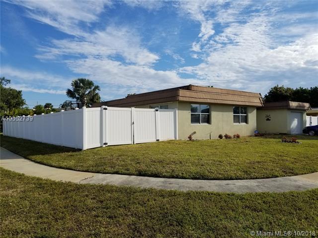 6971 NW 84th St, Tamarac, FL 33321 (MLS #A10552739) :: The Riley Smith Group