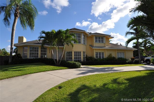 10920 SW 139th Rd, Miami, FL 33176 (MLS #A10553131) :: The Riley Smith Group