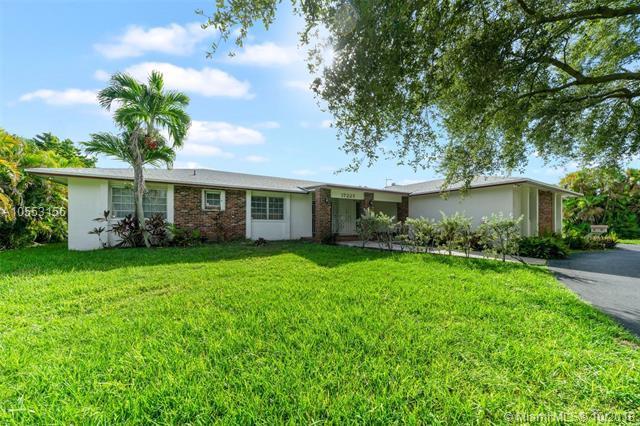 17225 SW 84 Ave, Palmetto Bay, FL 33157 (MLS #A10553156) :: Carole Smith Real Estate Team