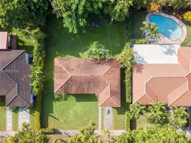 608 Mendoza Ave, Coral Gables, FL 33134 (MLS #A10553343) :: The Riley Smith Group