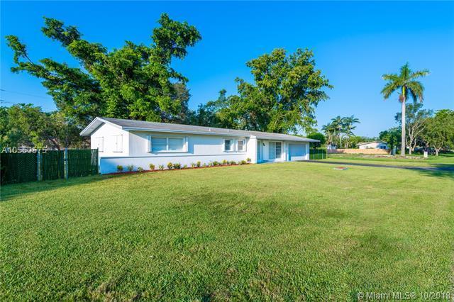 9320 SW 177th St, Palmetto Bay, FL 33157 (MLS #A10553575) :: Carole Smith Real Estate Team