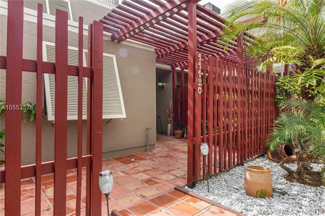 11120 N Lakeview Dr, Pembroke Pines, FL 33026 (MLS #A10553576) :: Prestige Realty Group