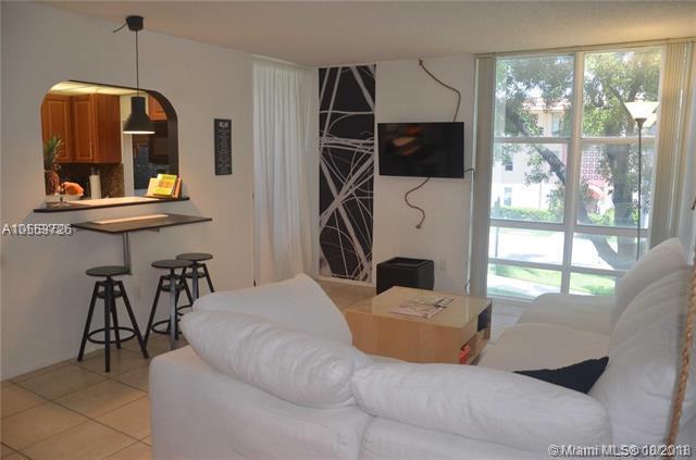 210 172nd St #229, Sunny Isles Beach, FL 33160 (MLS #A10553726) :: Stanley Rosen Group