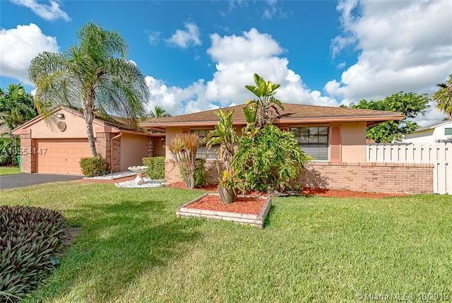 14550 Greenbriar Pl, Davie, FL 33325 (MLS #A10554147) :: Green Realty Properties
