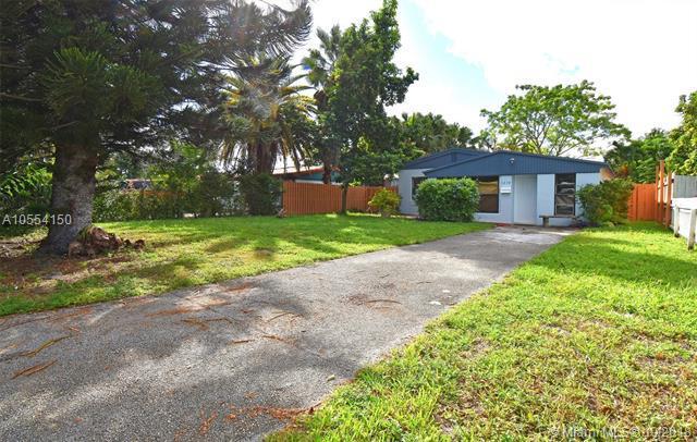 1214 NE 180th St, North Miami Beach, FL 33162 (MLS #A10554150) :: United Realty Group