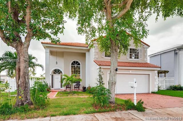 600 Lakeshore Ter, Davie, FL 33325 (MLS #A10554301) :: Green Realty Properties