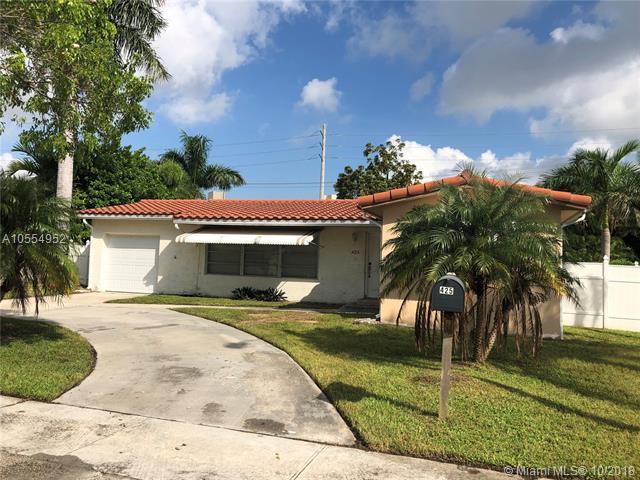 425 SE 3rd Ter, Dania Beach, FL 33004 (MLS #A10554952) :: Green Realty Properties