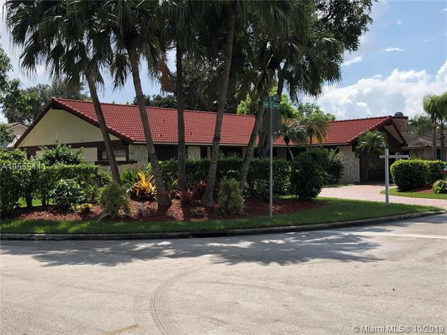 11200 NW 10th Mnr, Coral Springs, FL 33071 (MLS #A10555111) :: Laurie Finkelstein Reader Team