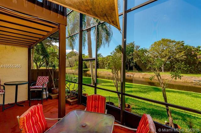 4153 SW 87th Ter, Davie, FL 33328 (MLS #A10555360) :: Green Realty Properties