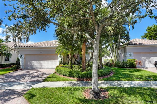 2557 Bay Pointe Dr, Weston, FL 33327 (MLS #A10555375) :: Laurie Finkelstein Reader Team